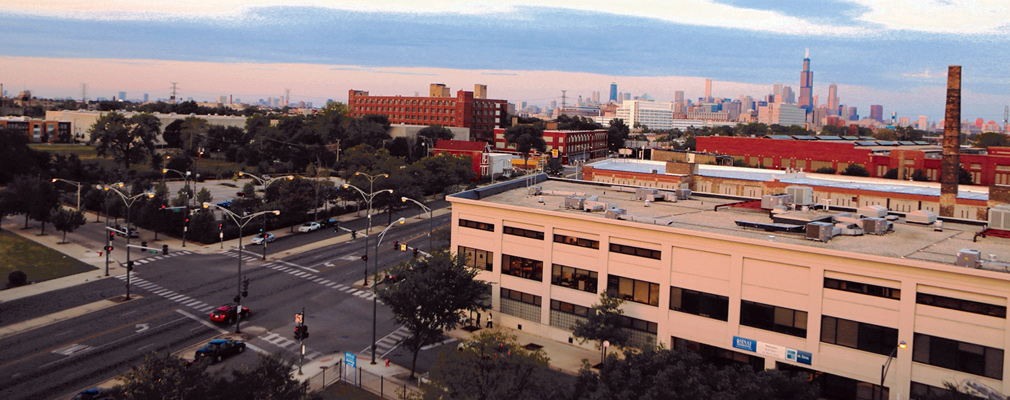 Photograph of the Sinai Community Institute in the foreground with the downtown Chicago skyline in the background.