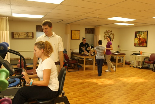 Widener graduate students provide free care to underinsured and uninsured Chester residents at the Chester Community Physical Therapy Clinic (courtesy of Widener University).