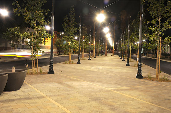 The Ramblas on Lancaster Boulevard, where center-of-street parking can be devoted to other uses during special events (courtesy of City of Lancaster).