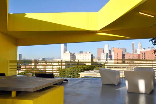 A rooftop viewing platform offers commanding views of greater Los Angeles (Courtesy of Gabor Ekecs).