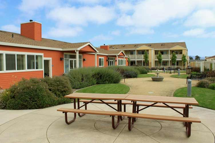 Salinas, California: Sherwood Village Senior Apartments